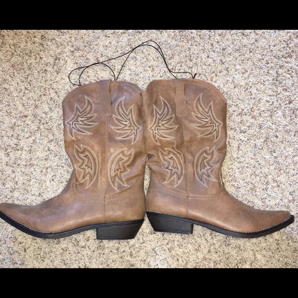 2104f58f52f6f jcpenney Shoes - Women s NWT Cowboy boots